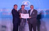 埃及公使Osman博士、中国世界和平基金会李若弘主席为中方执行主席张少龙授ECCAC会员证