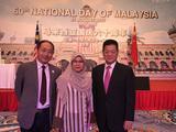 张少龙主席(左)、焦东村大使(右)与马来西亚公使Razida Razak在一起
